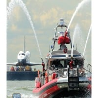 6037E - FDNY FIREBOAT 343 ESCORTING SPACE SHUTTLE
